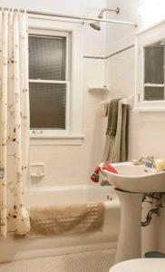 photo of bathroom.