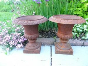 photo of two urns.
